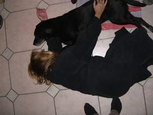 Hund Luna und Frauchen schmusen, flipper-privat.de