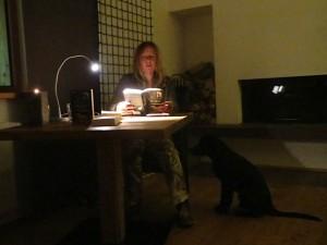 Lesung von Michaela Seul, ihr Hund Miss Lomax hört zu, flipper-privat.de