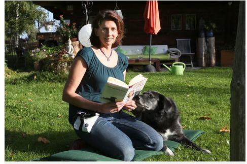 Stephanie Lang von Langen mit dem Buch, Ich weiß, was du mir sagen willst, das ich mit ihr zusammen geschrieben habe und das auch auf meinem Hundeblog www.flipper-privat.de steht